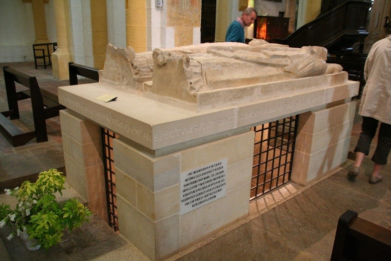 L'abbaye de Souvigny: gisants de Saint Mayeul et Saint Odilon