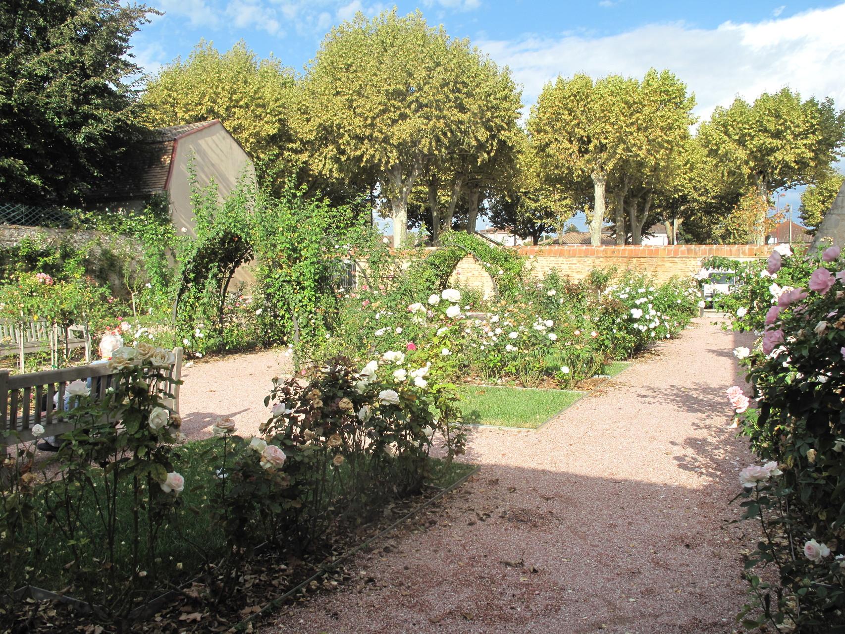 Villeneuve-sur-Lot : le jardin à l'emplacement du cimetière St Etienne