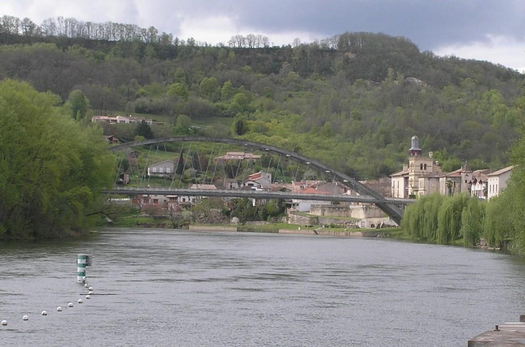 Castelmoron : vue depuis le barrage