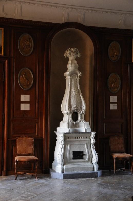 Le château de Parentignat: poêle polonais en faïence