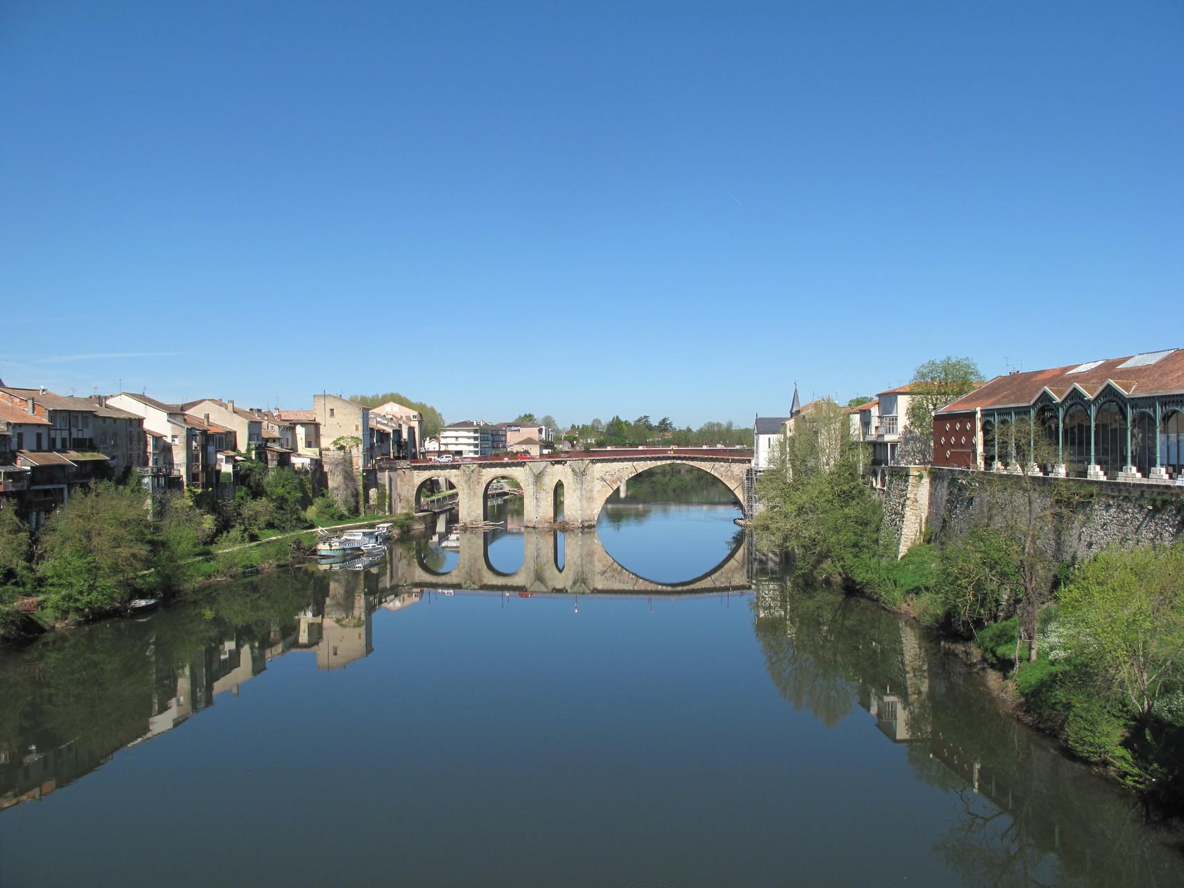 Villeneuve-sur-Lot : le Lot depuis le Pont Neuf