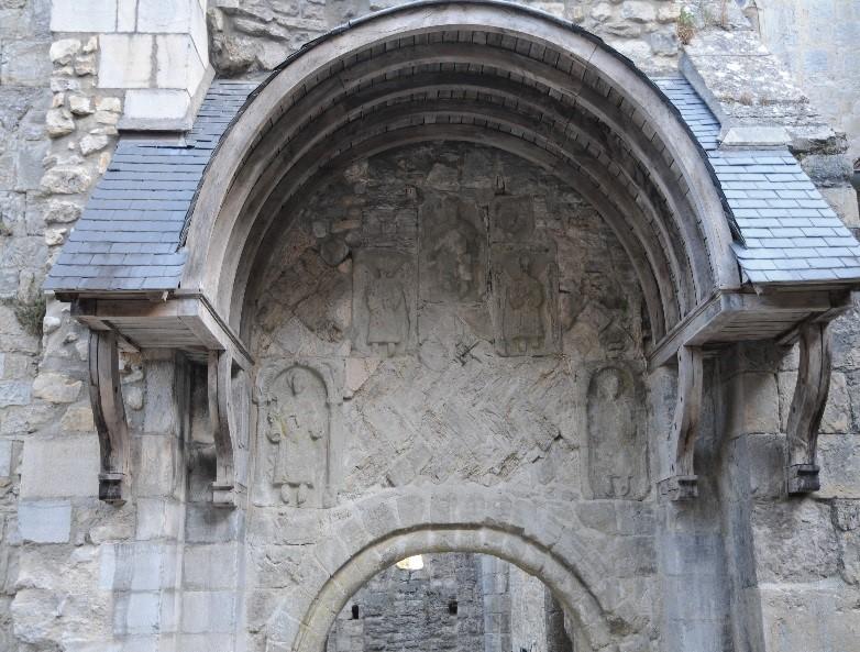 L'abbaye de Marcilhac-sur-Célé: le tympan roman (fin du 11è siècle) du portail Sud