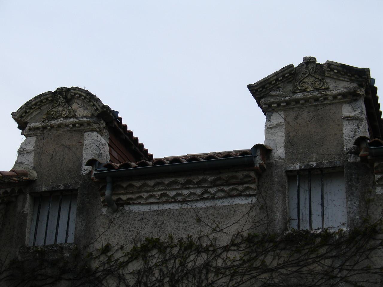 Clairac : lucarnes du château Vivens
