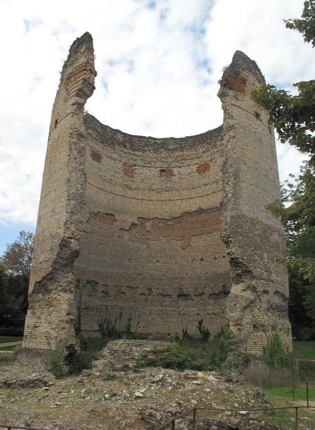 Périgueux: la tour de Vésone, à l'emplacement de la porte du temple