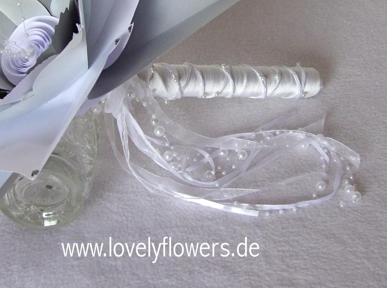 Paper-Art Großblütenbrautstraußhandstab No1 von www.lovelyflowers.de für den Hochzeitsempfang in der Residenz zu Salzburg/Österreich