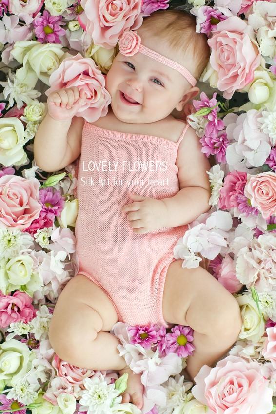www.lovelyflowers.de bettet die kleinen Models seidenblumenweich:-)