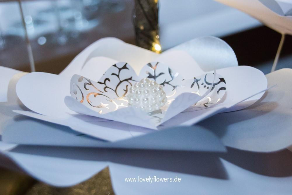 Besondere Hochzeitsgroßblüten von www.lovelyflowers.de zur Winterhochzeit Residenz zu Salzburg.