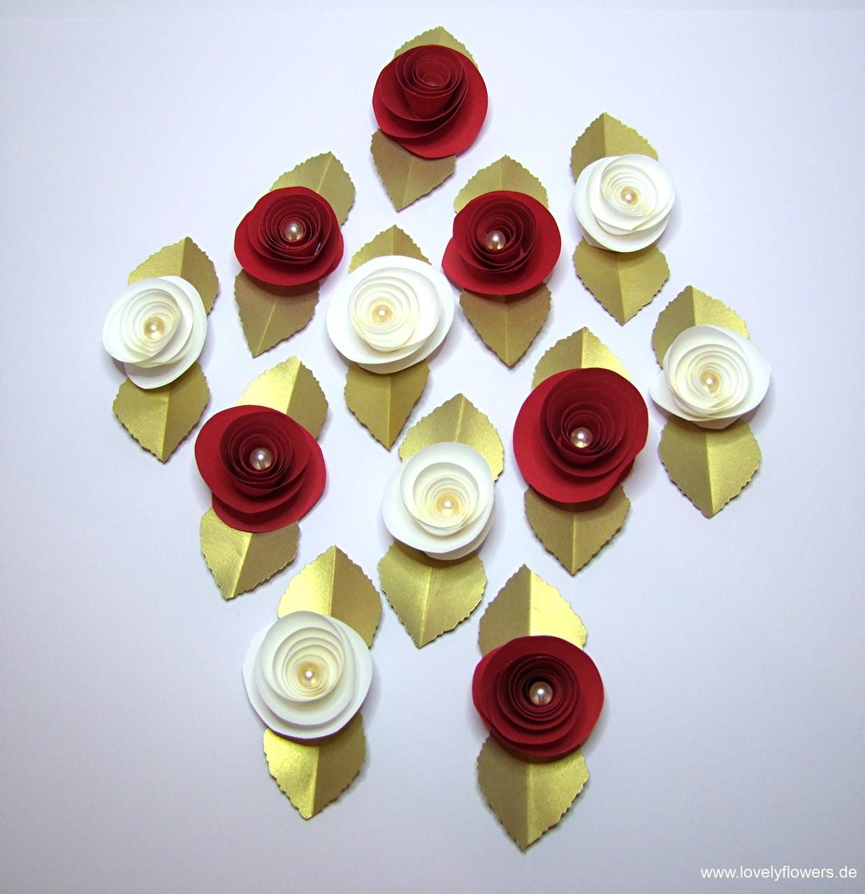 Paper-Art Streublütenset 'Edle Rose' in Creme und Blutrot auf Goldblatt im Ziselurschnitt (120 Stück handgefertigt für die Winterhochzeit in Salzburg)