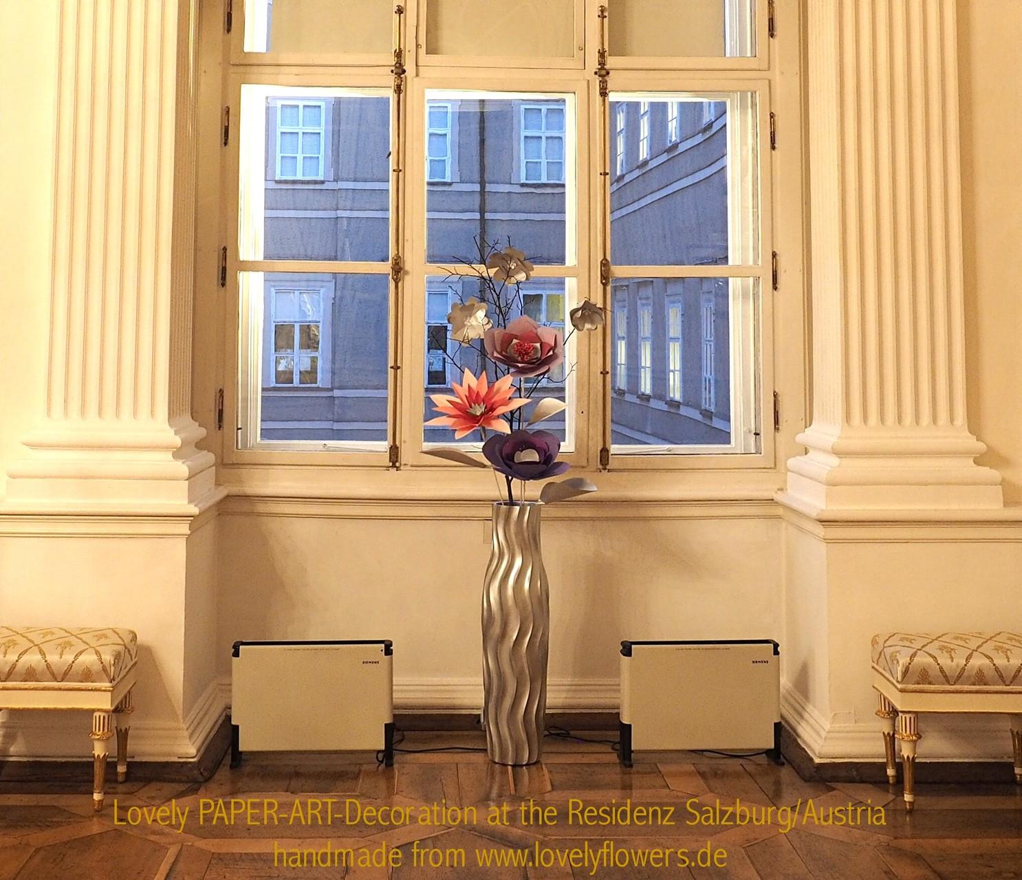 Paper-Art Großvasenarrangement von www.lovelyflowers.de für den Weißen Saal der Residenz zu Salzburg/Österreich