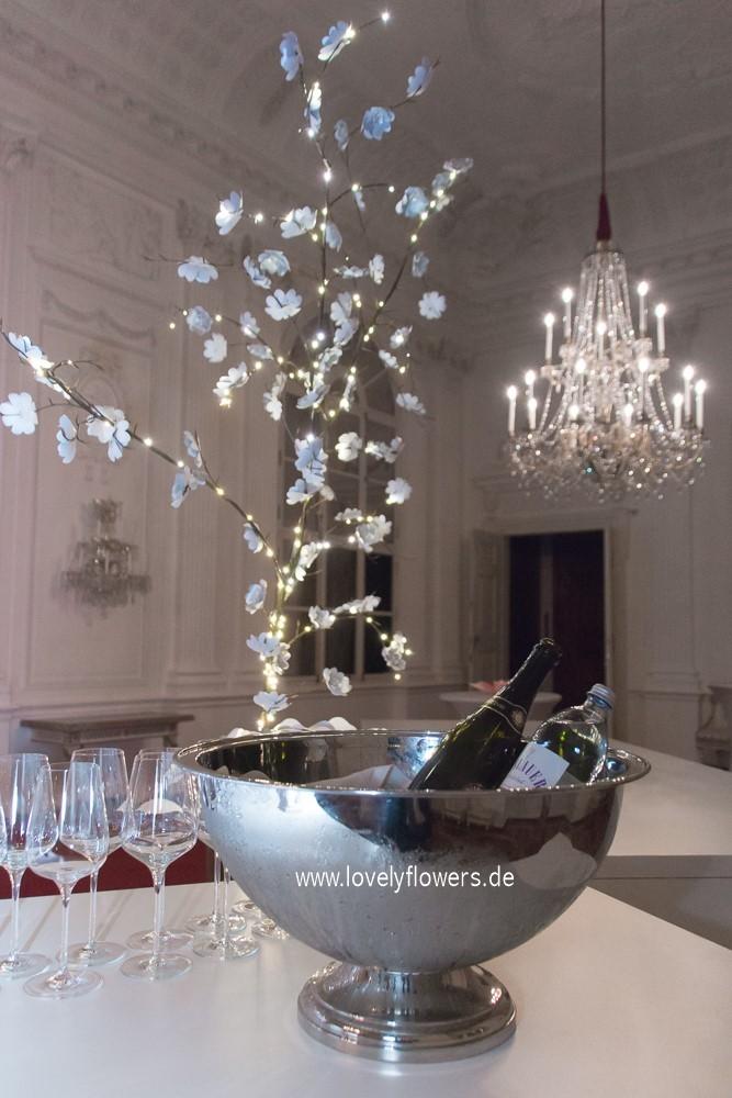 Illuminierter Paper-Art Hochzeitsbaum von www.lovelyflowers.de zur Winterhochzeit Residenz zu Salzburg.