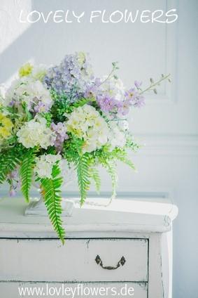 www.lovelyflowers.de - Dein Spezialist für PAPER-ART Großblumenbouquets!
