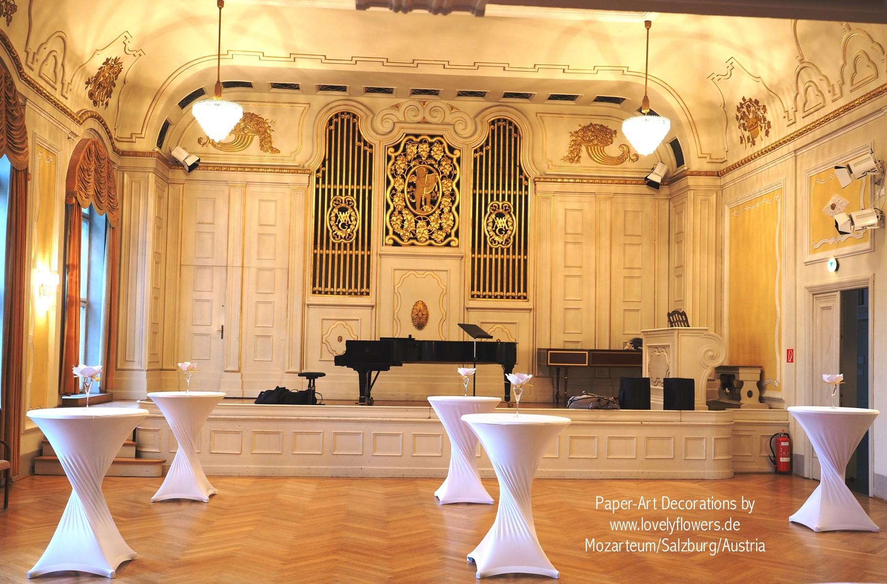 Paper-Art Stehtischdekoration von www.lovelyflowers.de zum Champagnerempfang im Mozarteum/Salzburg/Österreich
