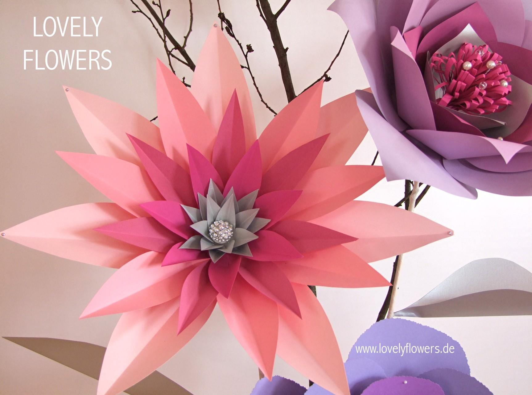 Paper-Art Großblüte von www.lovelyflowers.de für Großvasendekorationen und 10 Stehtischdekoration des weißen Saals der Residenz zu Salzburg/Österreich