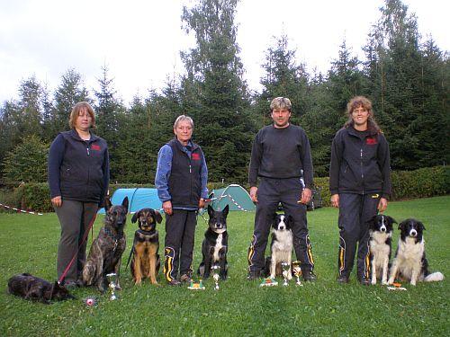Hier ein Gruppenfoto von uns Startern in Zwota!!! Fiby, Sky, Rock & ich, Marianne & Biene, Tom & Goldin, Angelika & Aziza, Blossom