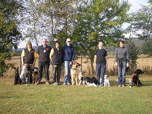Ein Gruppenfoto von uns raindogs-Startern, es fehlen nur Silke mit ihren Ben und Christine, sie ist zur Unterstützung gekommen!