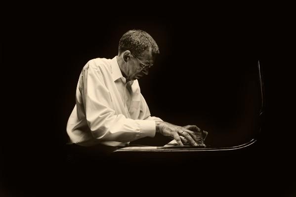 Joachim Kessler wird den Ehrungsabend mit seinem musikalischen Können zu einem einmaligen Erlebnis machen.