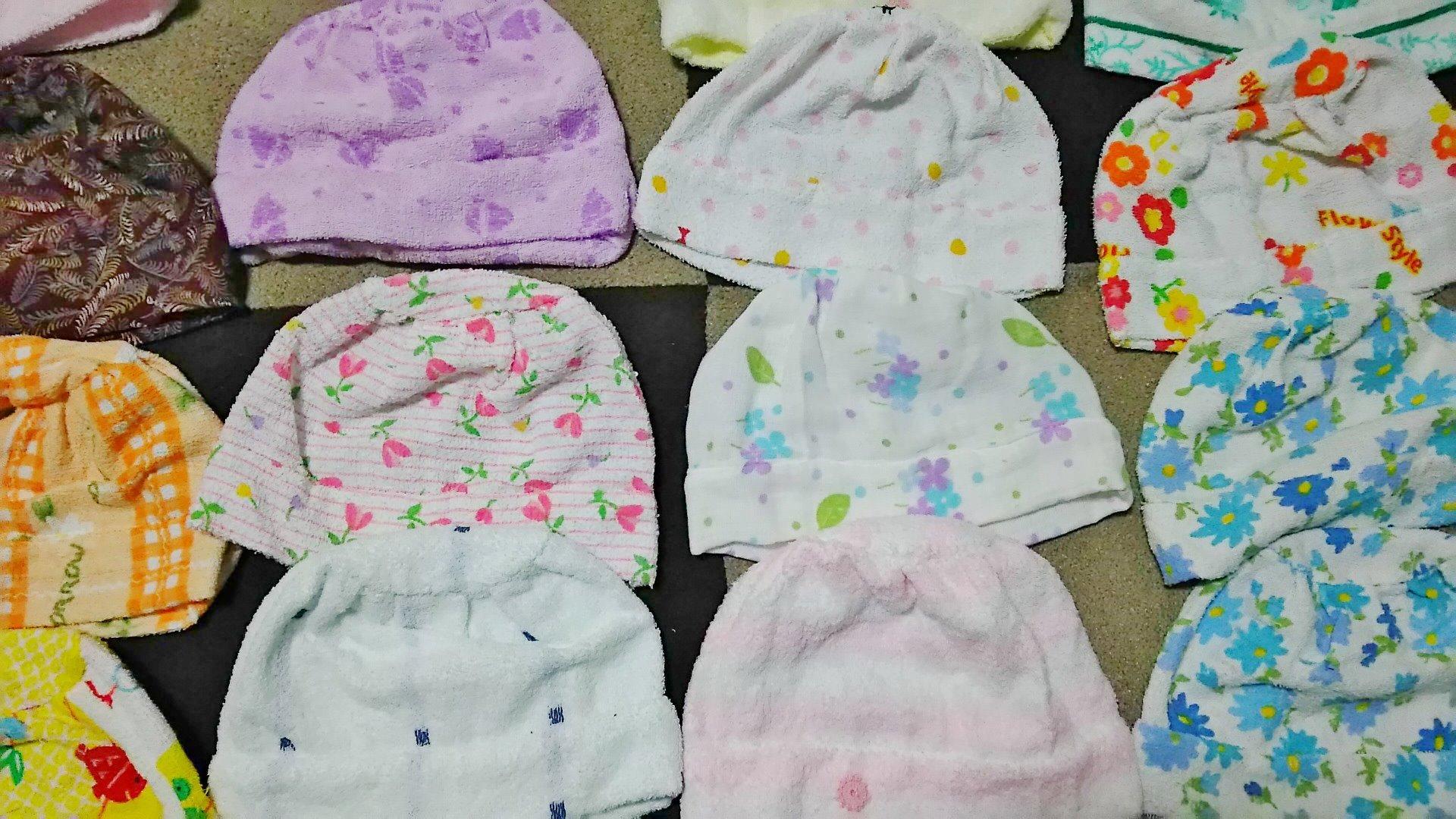 カラフルな60個のタオル帽子。(6月)
