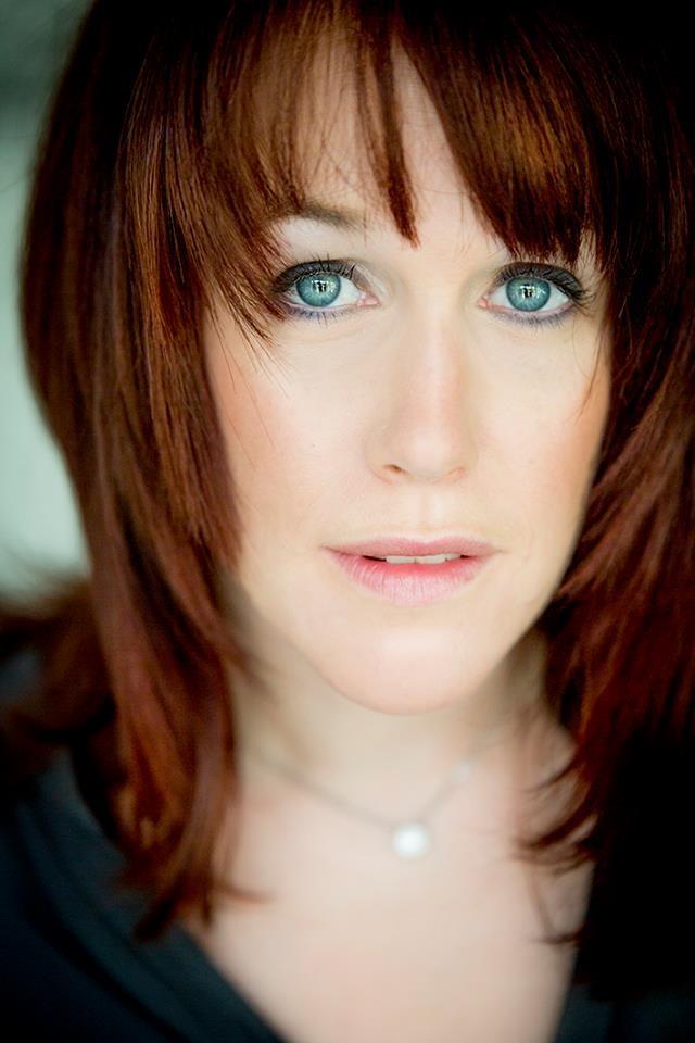 Foto: Caroline Stäger-Oettli / Hair: eigenes Styling / Make up: Kosmetikstudio Monika Santschi-Schnyder