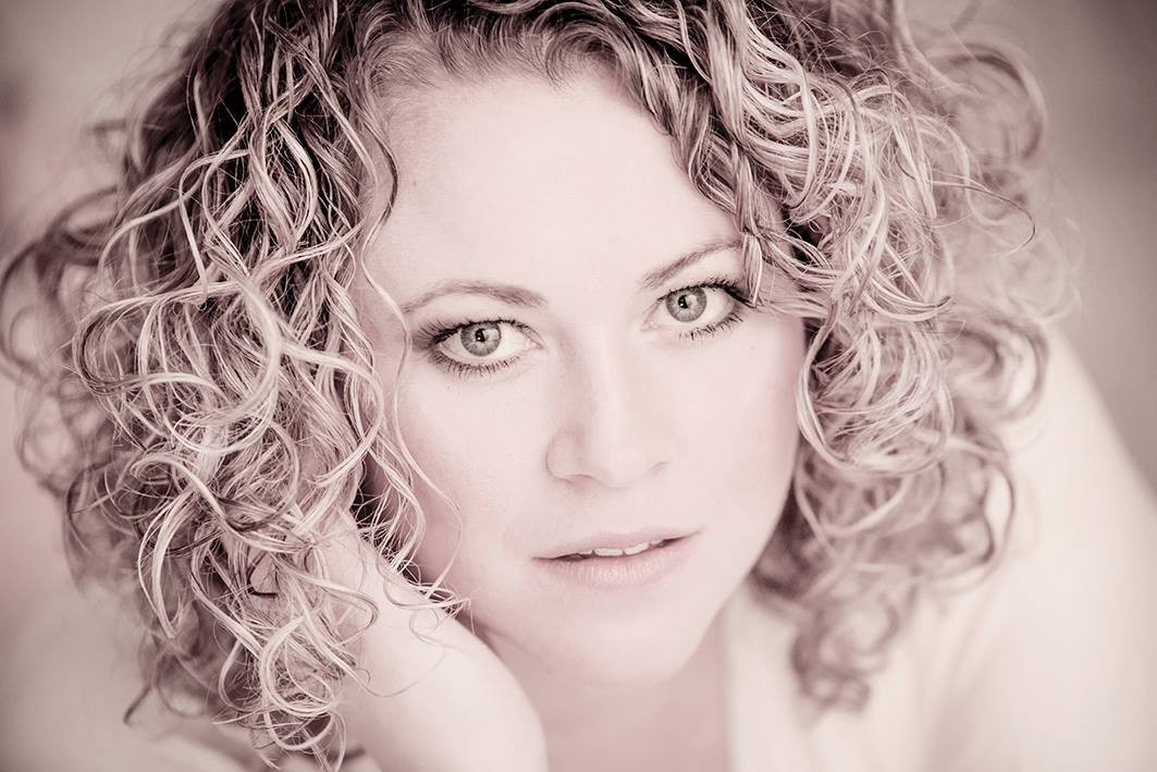 Foto: Caroline Stäger-Oettli  / Make up: Kosmetikstudio Monika Santschi-Schnyder