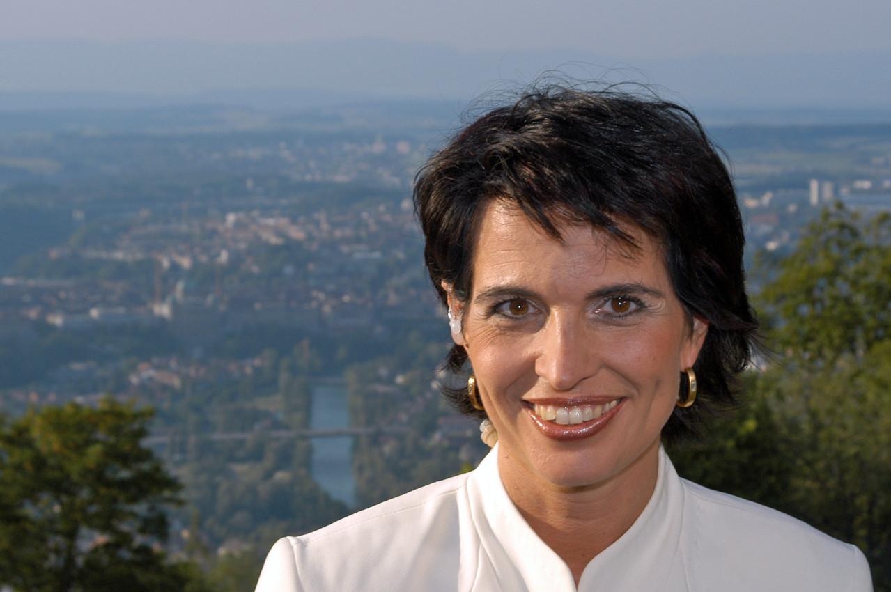 Doris Leuthard, Bundesrätin auf dem Gurten mit Bern und dem Bundeshaus im Hintergrund - © Art of Moment, Carmen Weder, Fotografie, Bern, Schweiz