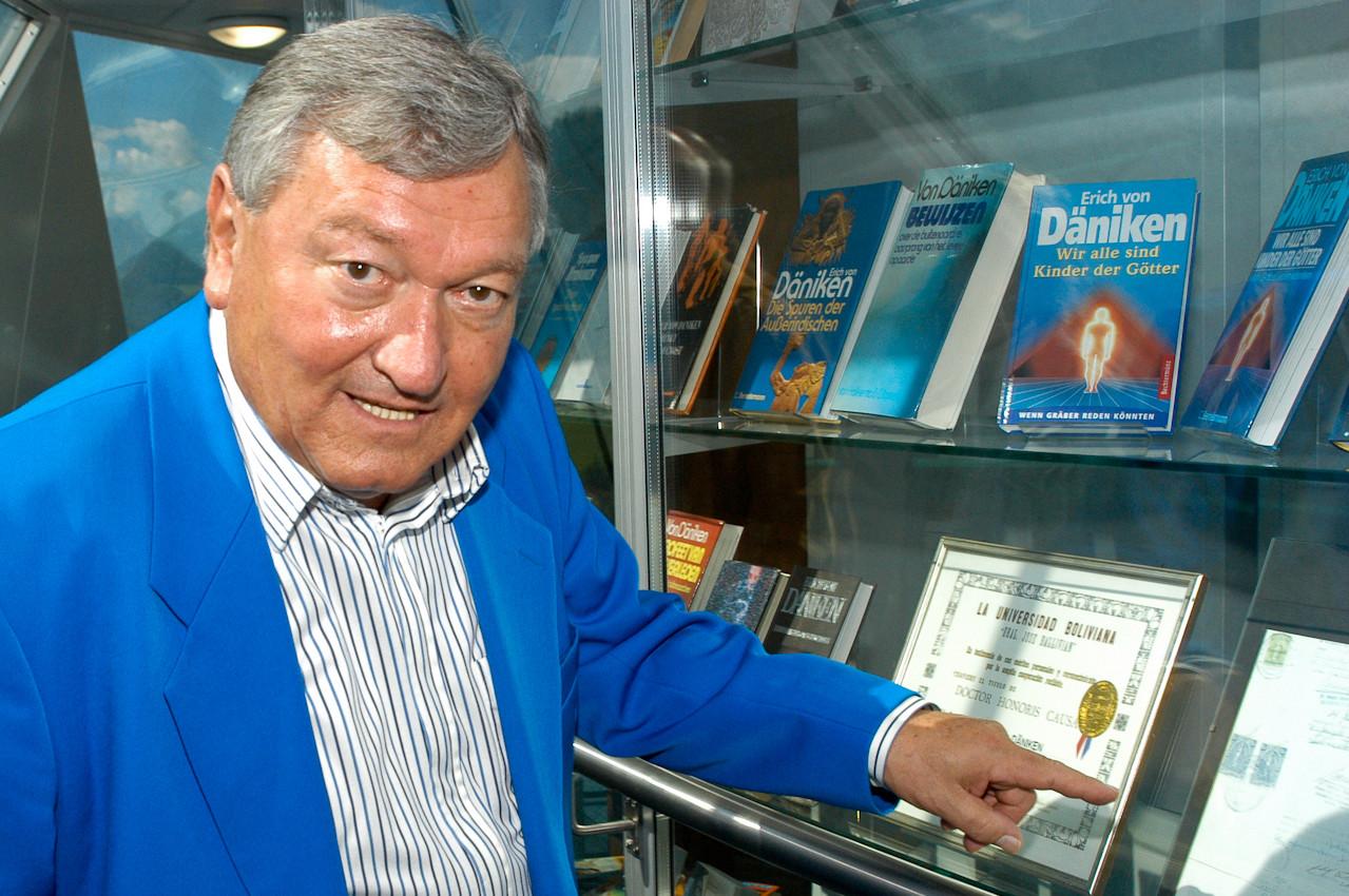 Erich von Däniken, Autor