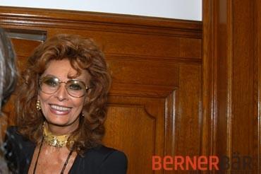 © Art of Moment, Carmen Weder, Fotografie, Bern - Bernerbär - Sophia Loren, USA Botschaft