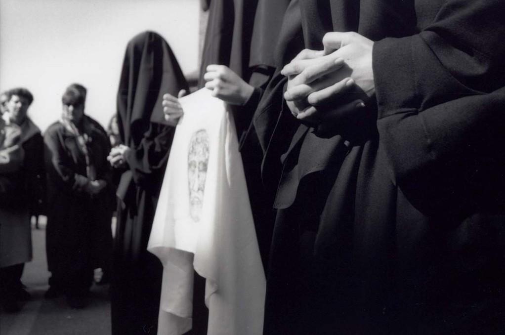 Les Pleureuses mit dem Leichentuch Christi, ©Carmen Weder