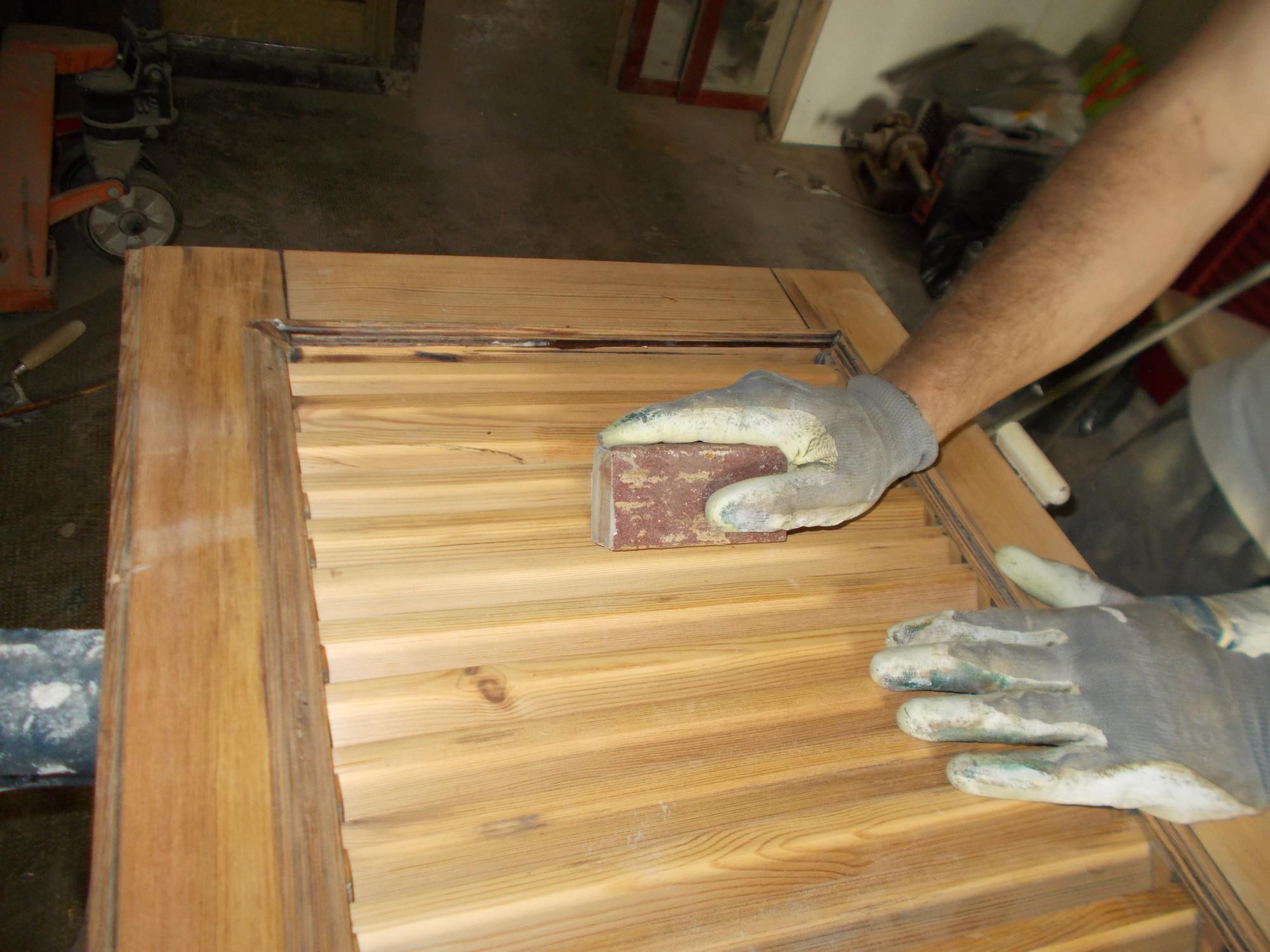 Restauro persiane in legno prezzi stunning finestre legno alluminio prezzi roma infissi - Verniciatura finestre prezzi ...