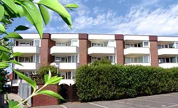 Zwei 1-Raum-Ferienwohnungen in der Kampstraße 5 in Westerland in zentraler Lage, ca. 38 qm, sanierte Bäder, große Balkone