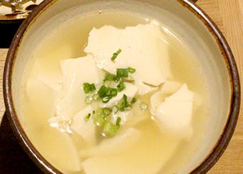 琉球御膳  (ご飯・イナムルチ・小鉢2個・  クーブイリチー・刺身)