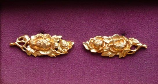 Peony - Brass golded Menuki : HOLD