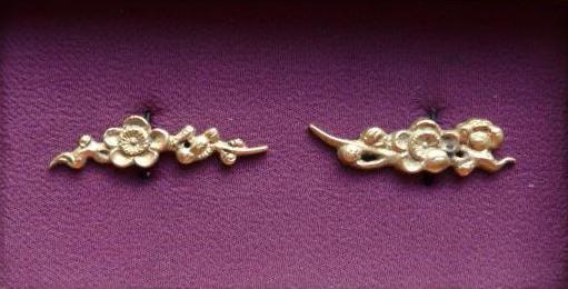 Plum - Brass Menuki : HOLD