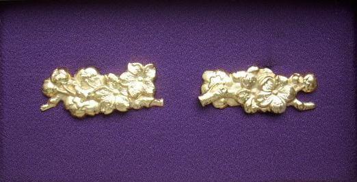 Cherry - Brass golded Menuki : HOLD