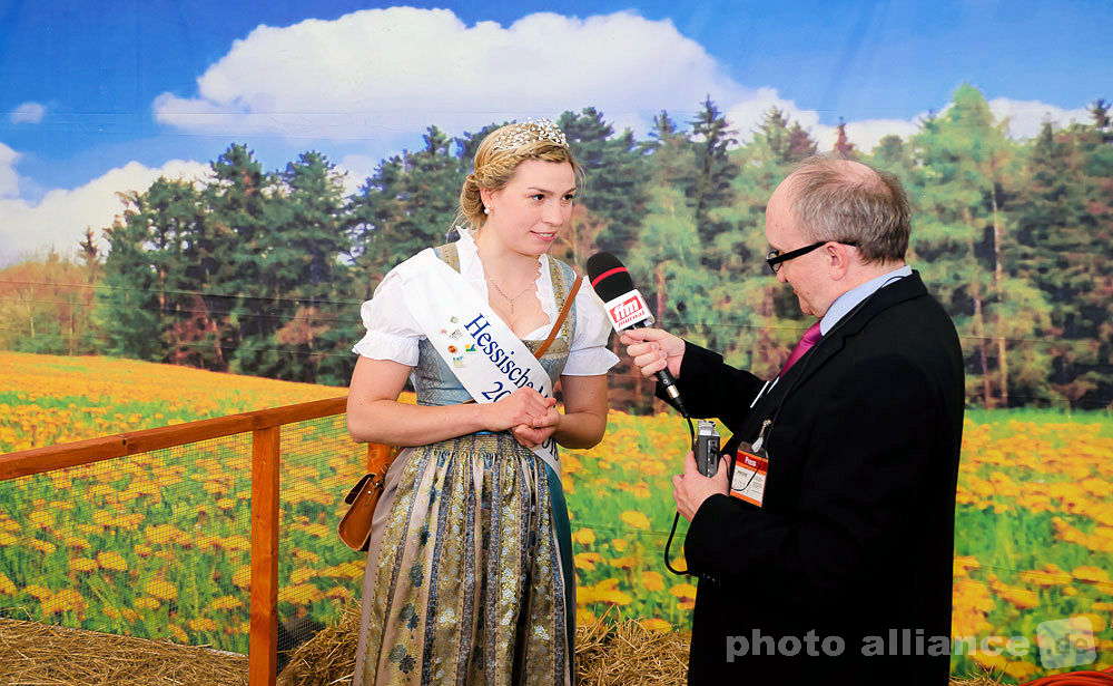 Sarah Knaust - Hessische Milchkönigin Sarah I. © dokfoto.de/Friedhelm Herr