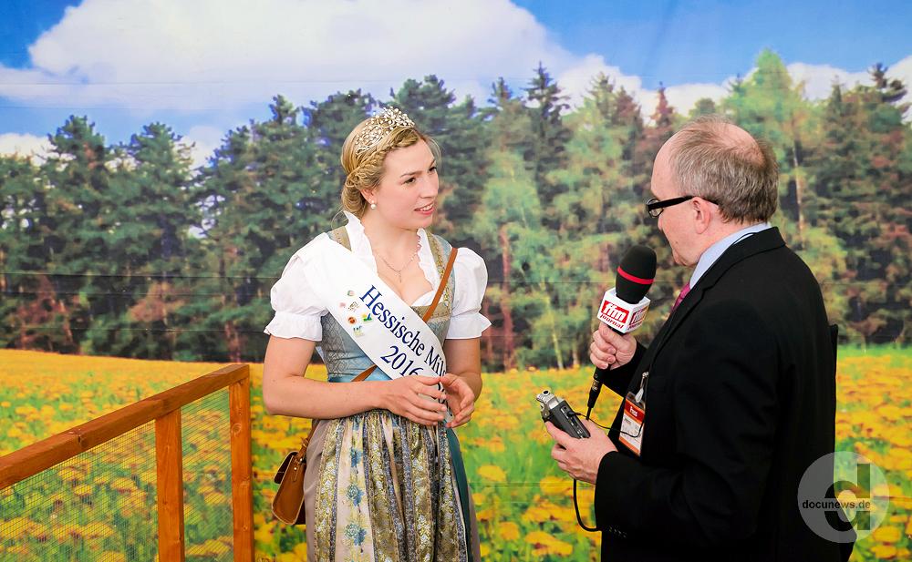 Sarah Knaust - Hessische Milchkönigin Sarah I. © dokubild.de / Friedhelm Herr