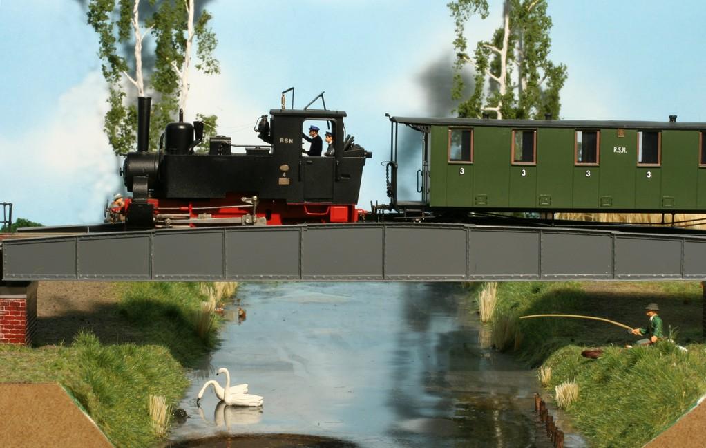 Lok 4 beim Überqueren des Großen Havelländischen Hauptkanals