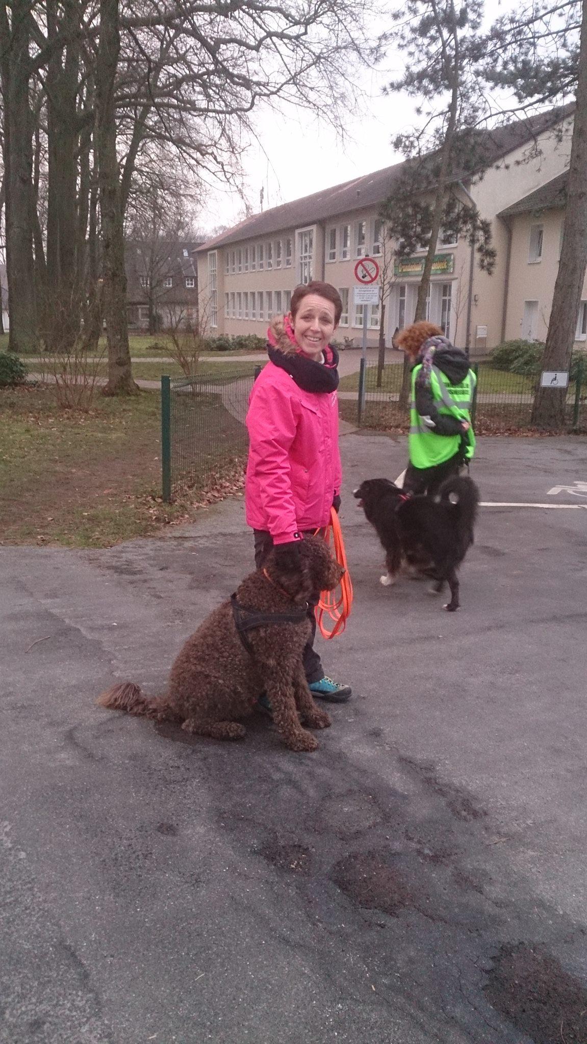 Conny und Peppy lächeln in die Kamera, die richtige Trainingsstimmung :-)
