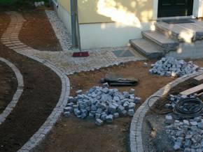 Wegebau mit Mosaikpflaster Granit