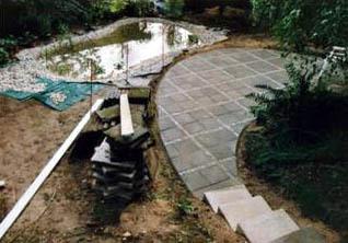 die geschwungene Terrasse & Teich