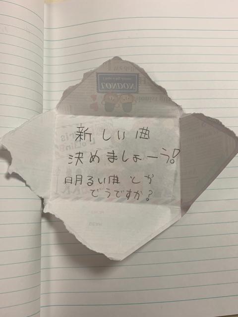 生徒さんが発表会の曲のリクエストを手紙にして連絡ノートに挟んでいました笑