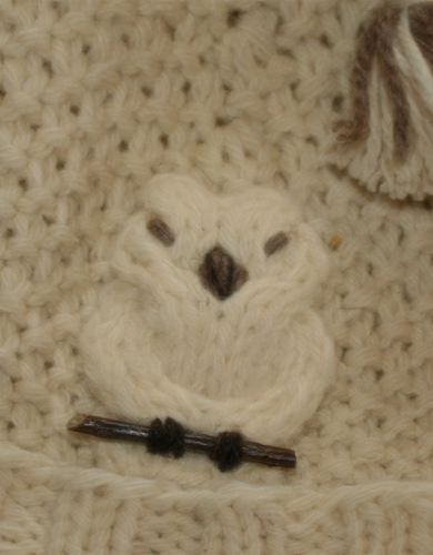 Motif tricoté , chouette perchée. (Isa)
