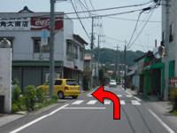 角久商店を左折です。