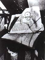 © 2001 Succession Marcel Duchamp ARS.