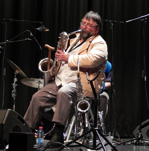 Luciano Pagliarini mit TOTAL TRIO im Aal Stadhaus, Differdingen, Feb. 2019 (Foto: theophil schweicher)