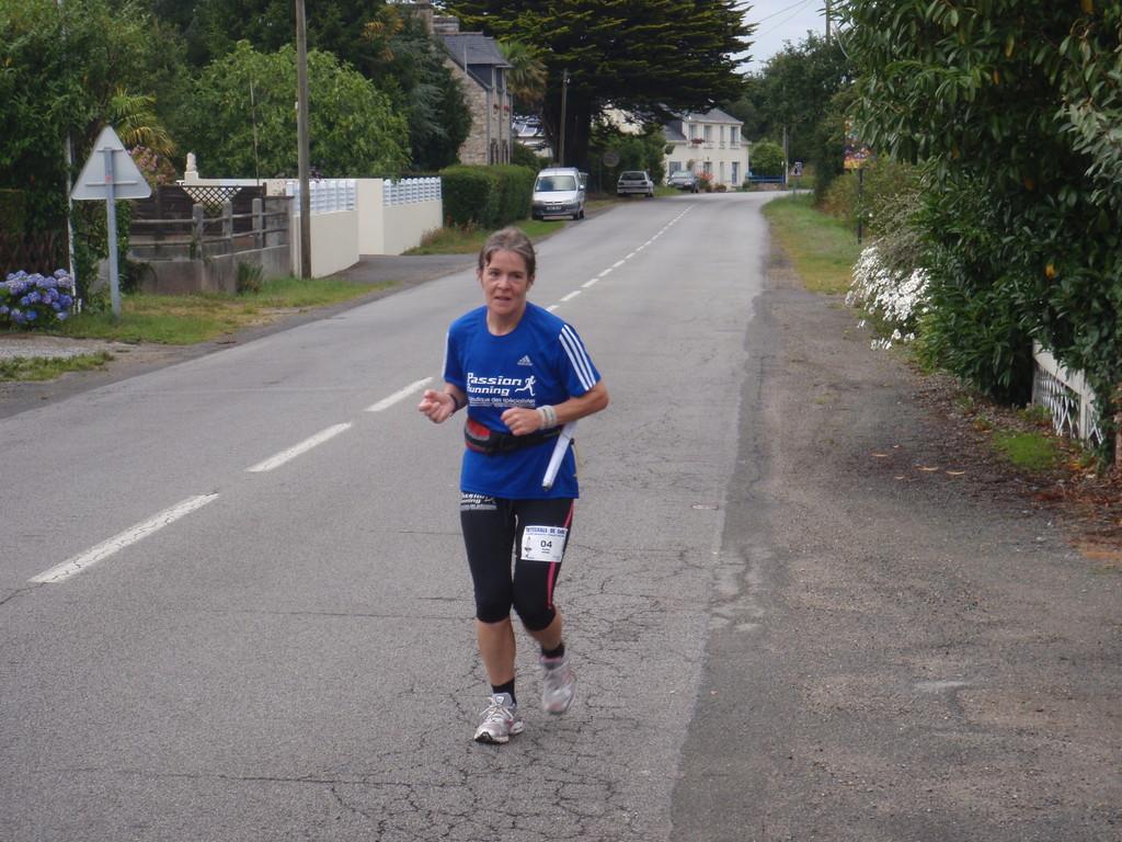 Première féminine en 14h12 à la mi course RESPECT !