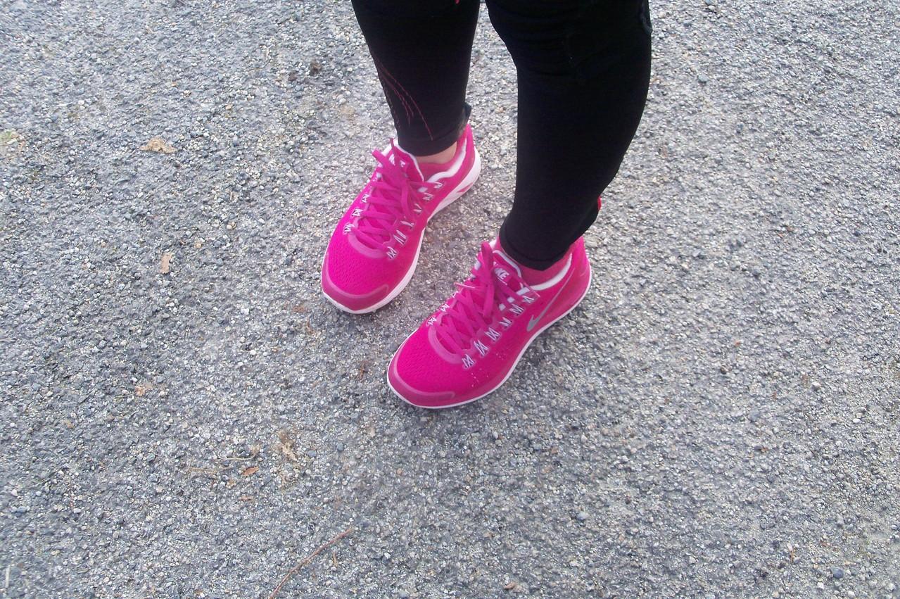 Agnès a évité la boue, vu le beau rose de ses chaussures !!!!