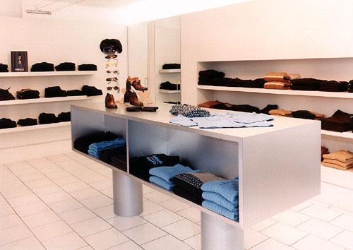 Boutique in Krefeld, kühl und schlicht