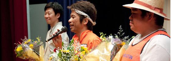石巻公演終演後、石巻の皆さんから花束を頂きました。