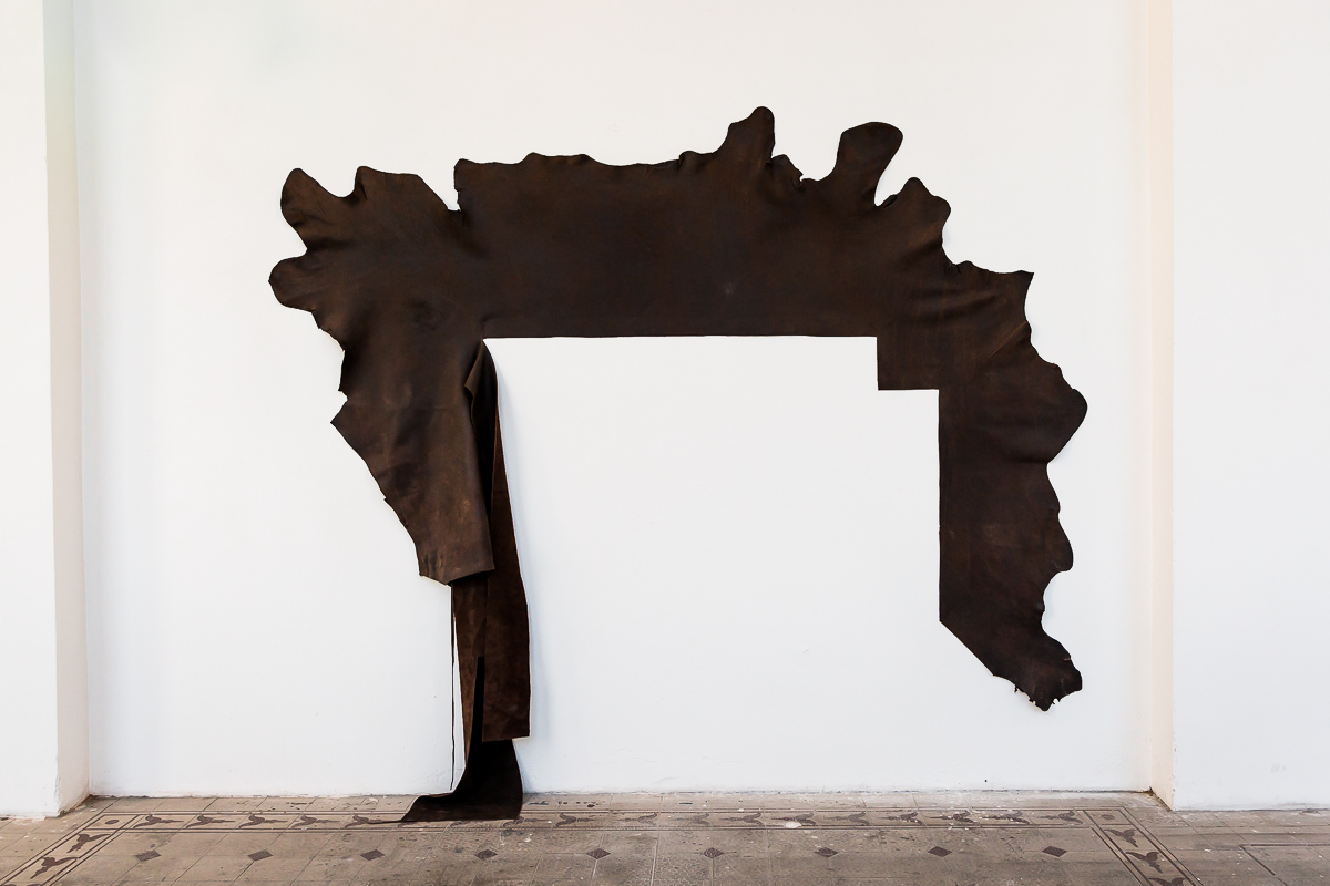 Five Cuts, 2018, Leder, 223 x 245 cm