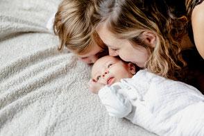 photo de famille avec bébé, parents enfants